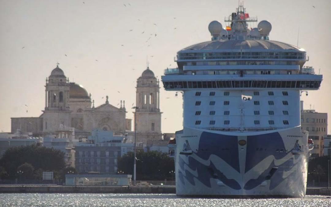 La Autoridad Portuaria adecuará los muelles de la dársena comercial a las necesidades de los cruceros