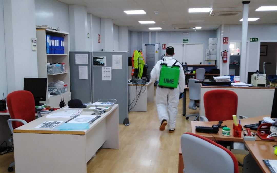 The UME disinfects the port facilities of Cadiz