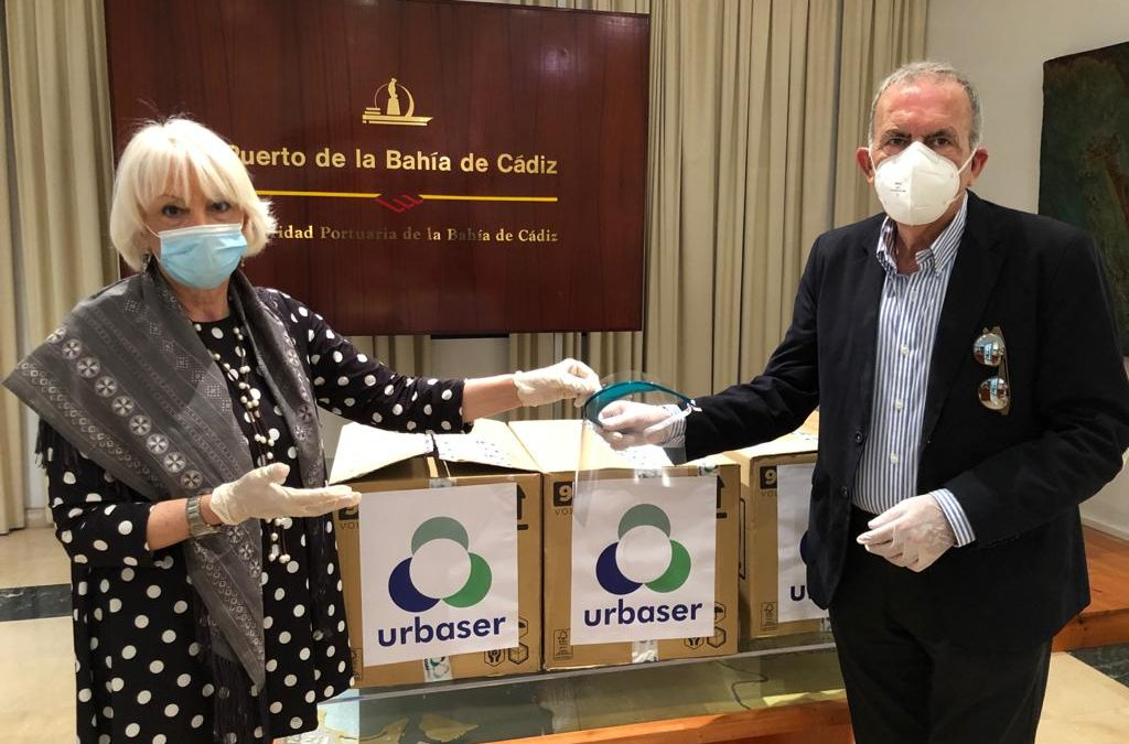The Port Authority receives 250 protective visors donated by Urbaser