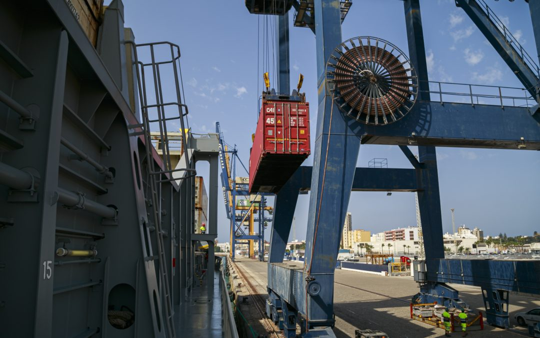 Port traffic in the Bay of Cadiz grows by 15 percent in the first half of the year